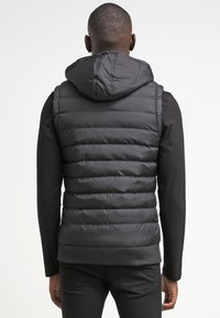 Urban Classics - SMALL BUBBLE - Waistcoat - black - 2