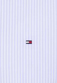 Tommy Hilfiger Tailored - WIDE STRIPE SLIM FIT - Skjorta - light blue/white - 5