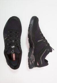Mammut - ULTIMATE PRO LOW GTX MEN - Hikingschuh - black - 1