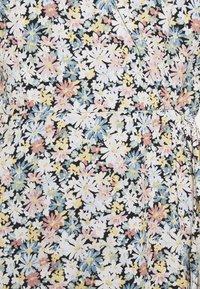 Abercrombie & Fitch - RUFFLE WRAP DRESS - Denní šaty - black/multi - 2