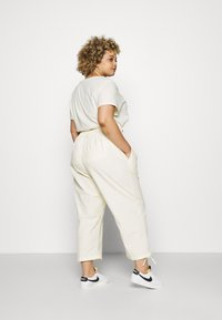 Nike Sportswear - CLASH PANT - Trousers - coconut milk - 2