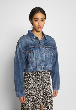 CROP DAD TRUCKER - Jeansjacke - blue denim