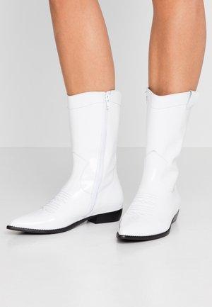 MILA - Kovbojské/motorkářské boty - white