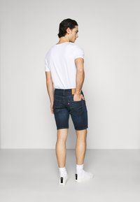 Levi's® - 502™ TAPER SHORTS - Denim shorts - dark indigo - 2