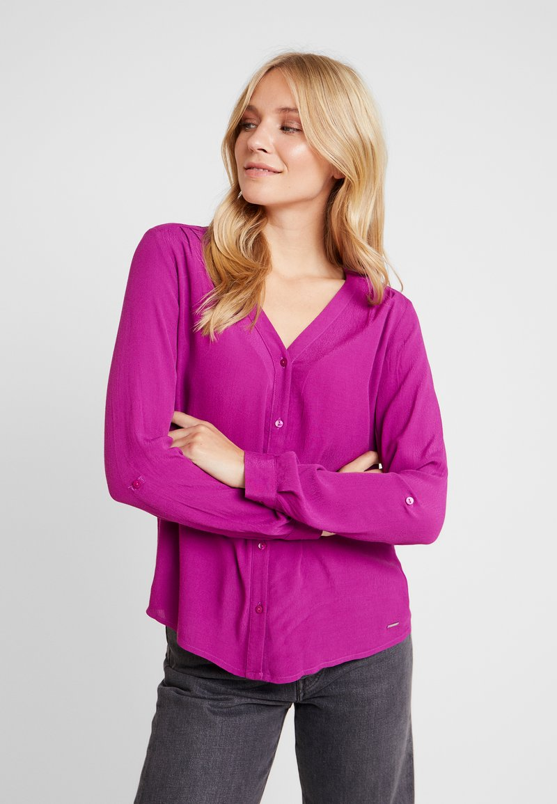 TOM TAILOR DENIM - V NECK BLOUSE WITH BUTTONS - Bluser - bright berry