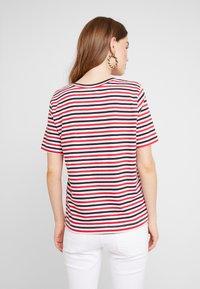Selected Femme - SLFSTANDARD V NECK - Print T-shirt - toreador/night sky/primrose - 2