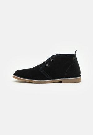 JFWBRAVO - Zapatos con cordones - navy blazer