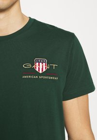 GANT - ARCHIVE SHIELD - T-shirt med print - tartan green - 5