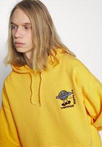 Vintage Supply - OVERDYE BRANDED HOODIE - Sweatshirt - yellow - 5