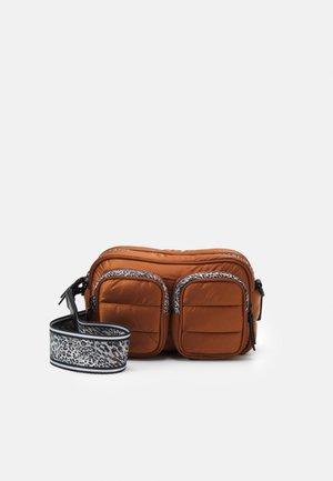 SHOULDER BAG - Across body bag - sienna