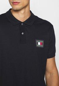Tommy Hilfiger - FLEX ICON BADGE REGULAR - Poloshirts - blue - 5