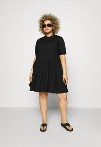 Vero Moda Curve - VMDELTA DRESS - Robe chemise - black - 1