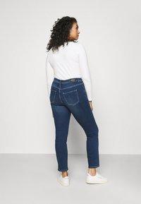 Vero Moda Curve - VMMANYA  - Jeans Skinny Fit - dark blue denim - 2