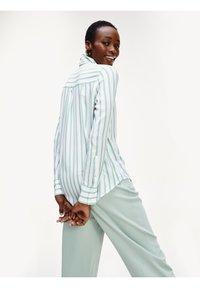 Tommy Hilfiger - DANEE - Button-down blouse - bitonal stp / white - 1