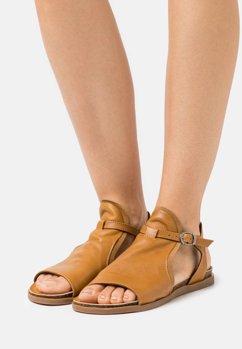 lilimill - Sandals - ocra