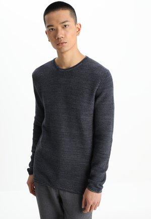 REISWOOD - Stickad tröja - navy blazer melange