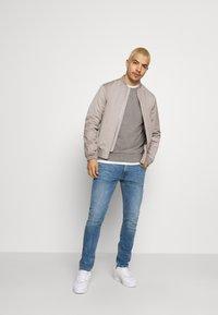 Calvin Klein - SMALL CHEST LOGO - Sweatshirt - grey - 1