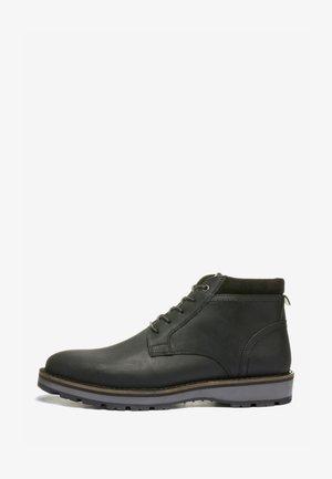 CLEATED  - Šněrovací kotníkové boty - black