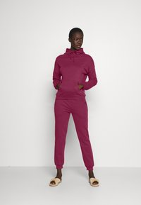 Anna Field - Hooded lounge set - Pyjama set - berry - 1