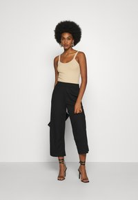 ONLY - ONLNAIRI CECILY WIDE PANT - Broek - black - 1