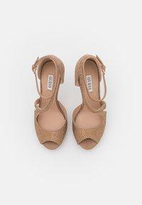 Guess - FINNEE - Sandaler med høye hæler - nude - 5