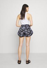 Lovechild - TAMARA - Shorts - black - 2