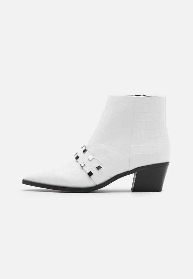 AMBARA - Ankle boot - white