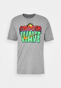 TEE SUMMER WAVE - Print T-shirt - grey heather