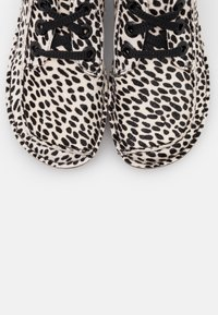 Clarks Unstructured - FUNNY DREAM - Casual lace-ups - white/black - 5