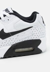 Nike Sportswear - AIR MAX 90 UNISEX - Sneakersy niskie - white/black - 5