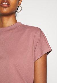 Weekday - PRIME - Basic T-shirt - brown - 5