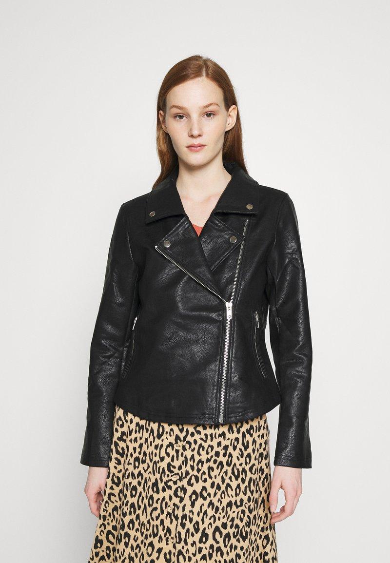 NA-KD - SHORT BACK BIKER JACKET - Leather jacket - black