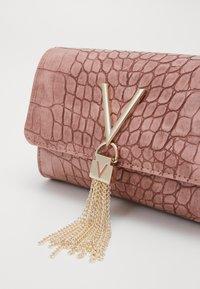 Valentino by Mario Valentino - AUDREY - Bum bag - rosa - 3