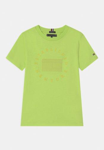 HERITAGE LOGO - Print T-shirt - sour lime