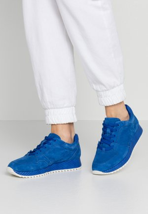 Trainers - royal