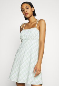 Hollister Co. - RUCHED TIE STRAP DRESS  - Kjole - green - 3