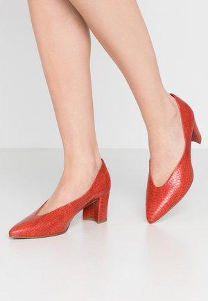 Classic heels - scarlet