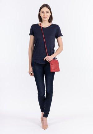 EMMA - Across body bag - red