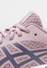 ASICS - PATRIOT 11 - Neutrální běžecké boty - violet blush/purple matte - 5