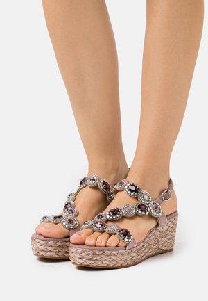 Sandály na platformě - purple
