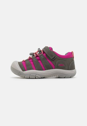 NEWPORT SHOE UNISEX - Hiking shoes - grey/very berry