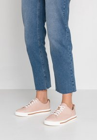 Clarks Unstructured - UN MAUI LACE - Sneakers - nude - 0