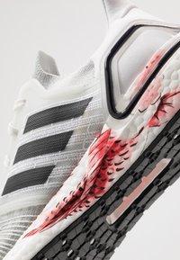 adidas Performance - ULTRABOOST 20 - Juoksukenkä/neutraalit - crystal white/core black/solar red - 6