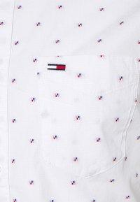 Tommy Jeans - DOBBY SHIRT - Košile - white - 2