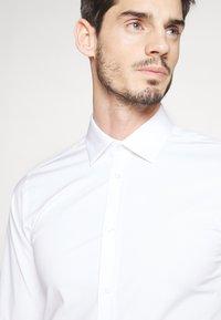 Bertoni - GUSTAV - Formální košile - white - 5