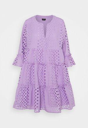 INDY BRODERIE ANGLAISE BOHO DRESS - Vardagsklänning - lilac