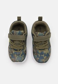 Champion - LOW CUT SHOE RAMBO UNISEX - Sports shoes - khaki - 3