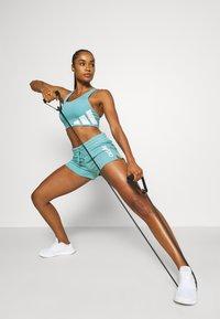 adidas Performance - ESSENTIALS SLIM LOGO SHORTS - Pantalón corto de deporte - mint ton/white - 1