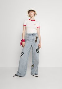 BDG Urban Outfitters - BADGE PUDDLE - Relaxed fit jeans - summer blue - 1