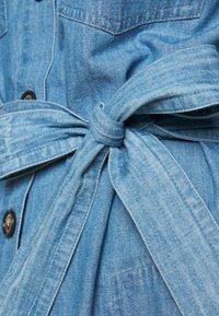 Barbour - TYNEMOUTH DRESS - Sukienka jeansowa - authentic wash - 6